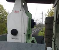 Geschützter Tachymeterstandort für die Sicherung der Dammertüchtigung