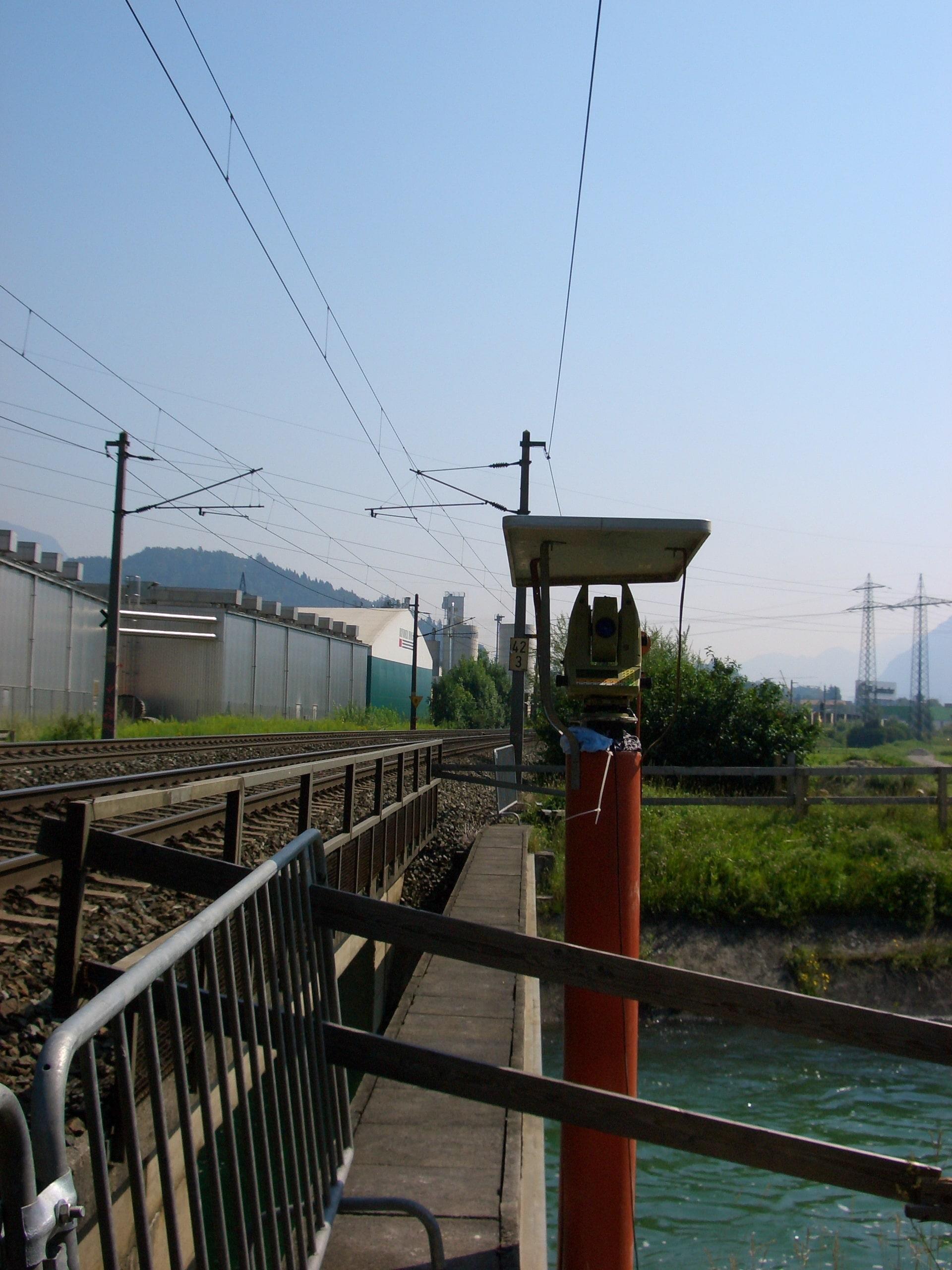 Sicherung während Gleisbauarbeiten im Jenbachtal/Österreich