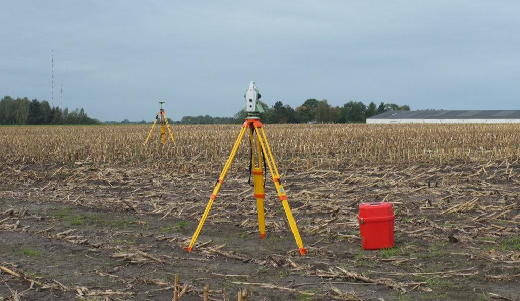 Vermessung auf dem Feld mit GNSS und Tachymeter