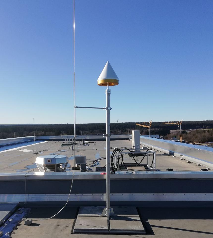 GNSS-Referenzstation am Continental Standort Villingen mit einer JAVAD Choke-Ring Antenne.
