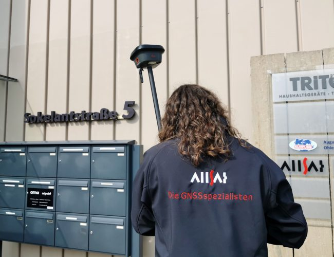 Die Speziallisten der ALLSAT mit dem Leica GS18 I