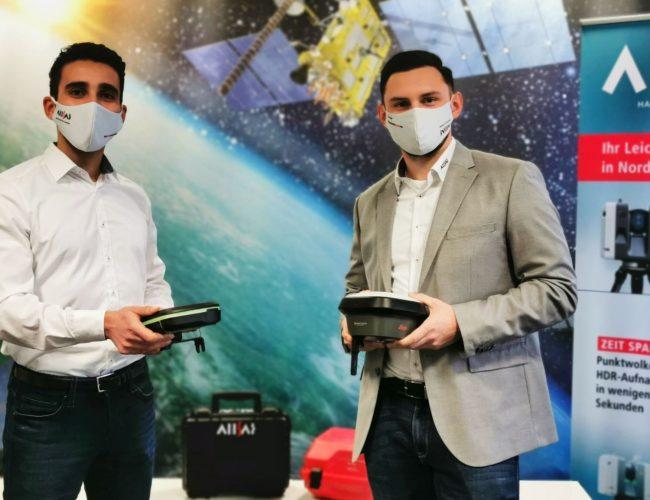 Saif Salhi gehört jetzt zum Team der ALLSAT. Hier mit Geschäftsführer Igor Bruss