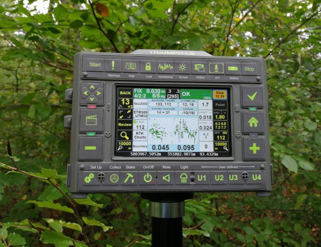 GSA lobt JAVAD - hier JAVAD Triumph-LS im Wald mit der ALLSAT