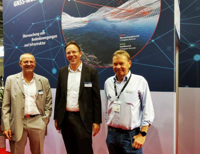 ALLSAT Geschäftsführer Jürgen Rüffer und Michael Schulz mit  Gerhad Wübbener von Geo++